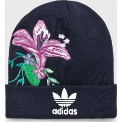 Adidas Originals - Czapka. Czarne czapki zimowe damskie adidas Originals, na zimę, z haftami, z dzianiny. Za 119,90 zł.