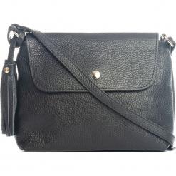 Skórzana torebka w kolorze czarnym - 25 x 17 x 7 cm. Czarne torebki klasyczne damskie Mia Tomazzi, z aplikacjami, z materiału. W wyprzedaży za 181,95 zł.