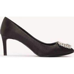 Buty ślubne damskie: NA-KD Shoes Satynowe czółenka na średnim obcasie, ze zdobieniami - Black