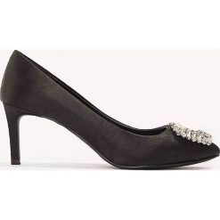 Czółenka: NA-KD Shoes Satynowe czółenka na średnim obcasie, ze zdobieniami – Black