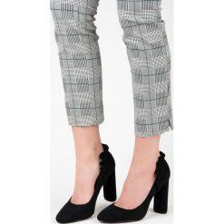 Buty ślubne damskie: Czółenka na słupku z falbanką PIPER