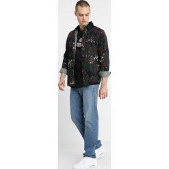 GStar 3301 STRAIGHT Jeansy Straight Leg sato denim medium aged. Czerwone jeansy męskie marki G-Star, l, z napisami. Za 469,00 zł.
