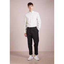 Koszule męskie na spinki: Essentiel Antwerp KOBE SLIM FIT Koszula off white