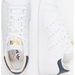 Adidas Originals STAN SMITH Tenisówki i Trampki footwear white/collegiate navy. Białe tenisówki damskie marki adidas Originals, z materiału. Za 419,00 zł.