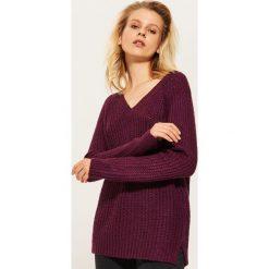 Sweter z dekoltem w serek - Bordowy. Czerwone swetry klasyczne damskie marki House, l, z dekoltem w serek. Za 59,99 zł.