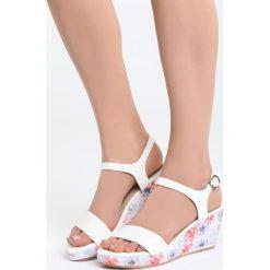 Biało-Czerwone Sandały Part Of Me. Białe sandały damskie Born2be, z materiału, na koturnie. Za 79,99 zł.