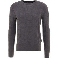 Emporio Armani Sweter grigio mel.sc. Szare swetry klasyczne męskie marki Emporio Armani, l, z bawełny, z kapturem. Za 669,00 zł.