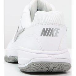 Nike Performance COURT LITE Obuwie multicourt white/matte silver/medium grey. Białe buty sportowe damskie marki Nike Performance, z gumy, na golfa. Za 229,00 zł.