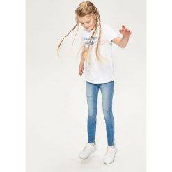 Jeansy slim fit z aplikacjami - Niebieski. Niebieskie jeansy dziewczęce Reserved, z aplikacjami, z jeansu. W wyprzedaży za 39,99 zł.