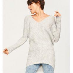 Sweter z wiązaniem z tyłu - Jasny szar. Szare swetry klasyczne damskie Reserved, l. Za 99,99 zł.