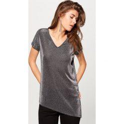 Asymetryczna koszulka - Czarny. Szare t-shirty damskie marki Mohito, l, z asymetrycznym kołnierzem. Za 69,99 zł.