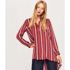 Długa koszula o satynowym połysku - Bordowy. Czerwone koszule damskie marki Reserved, z satyny, z długim rękawem. W wyprzedaży za 39,99 zł.