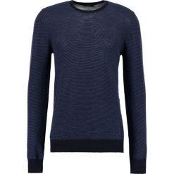 J.LINDEBERG PORTER Sweter mid blue. Niebieskie swetry klasyczne męskie J.LINDEBERG, m, z materiału. W wyprzedaży za 503,20 zł.
