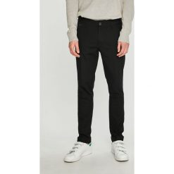 Guess Jeans - Spodnie. Szare rurki męskie Guess Jeans, z aplikacjami, z bawełny. Za 499,90 zł.
