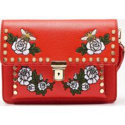 Torebki klasyczne damskie: Torebka z haftowanymi kwiatami - Czerwony