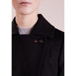 BOSS CASUAL OFRIEDA Krótki płaszcz black. Czarne płaszcze damskie pastelowe BOSS Casual, z materiału, casualowe. W wyprzedaży za 1041,75 zł.