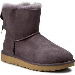 Buty UGG - W Mini Bailey Bow II 1016501 W/Nht. Czarne buty zimowe damskie marki Kazar, ze skóry, przed kolano, na wysokim obcasie, na obcasie. W wyprzedaży za 539,00 zł.