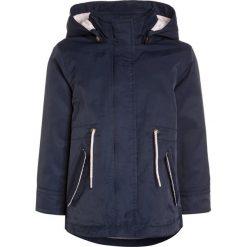 Name it NITMARA Kurtka przejściowa dress blues. Czerwone kurtki dziewczęce przejściowe marki Name it, l, z nadrukiem, z bawełny, z okrągłym kołnierzem. W wyprzedaży za 125,30 zł.