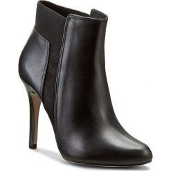 Botki KAZAR - Rosa 26627-01-00 Czarny. Białe buty zimowe damskie marki Kazar, ze skóry, na wysokim obcasie, na szpilce. W wyprzedaży za 389,00 zł.