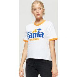 Koszulka z logo FANTY - Biały. Białe t-shirty damskie marki Cropp, l. Za 59,99 zł.