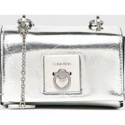 Calvin Klein - Torebka. Szare torebki klasyczne damskie marki Calvin Klein, w paski, z materiału, małe. Za 539,90 zł.