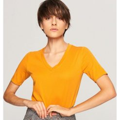T-shirt z dekoltem w serek - Brązowy. Białe t-shirty damskie marki Sinsay, l. Za 59,99 zł.