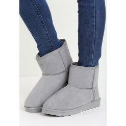 Szare Śniegowce Simply Black. Czarne buty zimowe damskie Born2be. Za 69,99 zł.