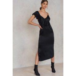 NA-KD Party Asymetryczna sukienka bieliźniana midi z falbanką - Black. Czarne sukienki NA-KD Trend, z wiskozy, z asymetrycznym kołnierzem, midi, asymetryczne. Za 40,95 zł.