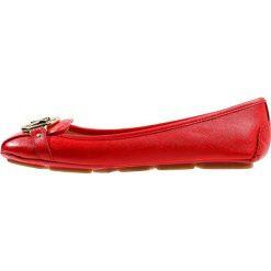 MICHAEL Michael Kors FULTON MOC Baleriny bright red. Czarne baleriny damskie marki MICHAEL Michael Kors, z gumy, przed kolano, na wysokim obcasie. Za 509,00 zł.