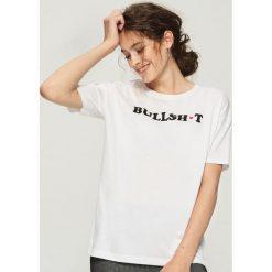 T-shirt z nadrukiem - Biały. Białe t-shirty damskie marki Sinsay, l, z nadrukiem. W wyprzedaży za 14,99 zł.