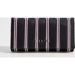 Portfel ze strukturalną powierzchnią - Wielobarwn. Czarne portfele damskie Mohito. Za 59,99 zł.