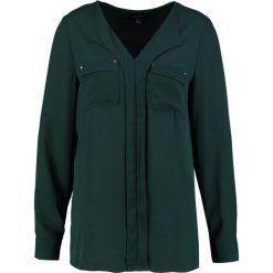 Bluzki asymetryczne: Cortefiel BASIC BLOUSE WITH FRONTAL POCKETS Bluzka dark green