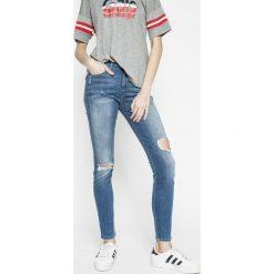 Wrangler - Jeansy. Szare jeansy damskie rurki marki Wrangler, na co dzień, m, z nadrukiem, casualowe, z okrągłym kołnierzem, mini, proste. W wyprzedaży za 239,90 zł.