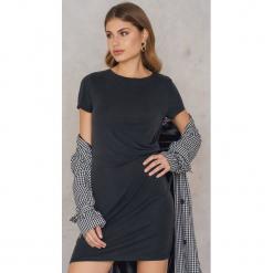 Rut&Circle Sukienka Peachy - Black. Sukienki małe czarne marki Rut&Circle, z dzianiny, z okrągłym kołnierzem. W wyprzedaży za 97,17 zł.
