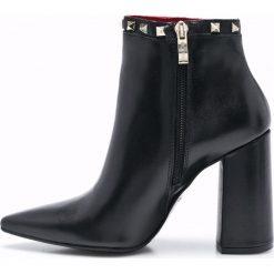 Carinii - Botki. Czarne buty zimowe damskie Carinii, z materiału, na obcasie. W wyprzedaży za 219,90 zł.