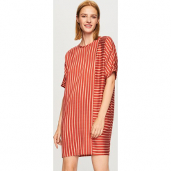 Sukienka z lyocellem - Bordowy. Czerwone sukienki z falbanami marki Reserved, z lyocellu. Za 179,99 zł.