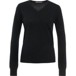 Pure cashmere CLASSIC V NECK SWEATER Sweter black. Czarne swetry klasyczne damskie pure cashmere, l, z kaszmiru. Za 629,00 zł.