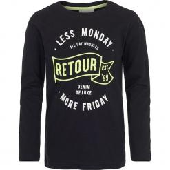 Koszulka w kolorze czarnym. Czarne t-shirty chłopięce z długim rękawem marki Retour Denim de Luxe, z nadrukiem, z bawełny. W wyprzedaży za 49,95 zł.