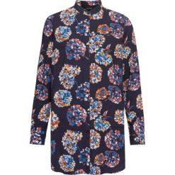 Bluzki damskie: Długa bluzka: must have bonprix ciemnoniebieski z nadrukiem