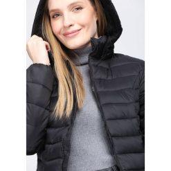 Czarna Kurtka Initiative. Brązowe kurtki damskie pikowane marki QUECHUA, na zimę, m, z materiału. Za 129,99 zł.
