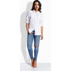 Luźna casualowa koszula z kokardką z tyłu biały EVA. Białe koszule wiązane damskie Lemoniade, z kokardą. Za 49,00 zł.
