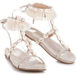 Rzymianki damskie: Wiązane sandałki z muszelkami JACINTA