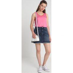 Calvin Klein Jeans HR MINI WESTERN HEM Spódnica trapezowa piazza blue. Niebieskie minispódniczki marki Calvin Klein Jeans, z bawełny, trapezowe. Za 399,00 zł.