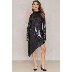 Sukienki: NA-KD Party Asymetryczna sukienka z cekinami – Black