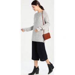 Swetry klasyczne damskie: Majestic Sweter gris chine