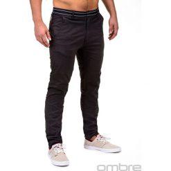 SPODNIE MĘSKIE CHINO P156 - CZARNE. Czarne chinosy męskie Ombre Clothing, z aplikacjami, z bawełny. Za 59,00 zł.