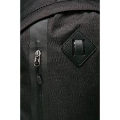 Nike Sportswear - Plecak. Czarne plecaki męskie Nike Sportswear, w paski, z poliesteru. W wyprzedaży za 179,90 zł.