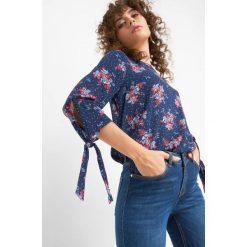 Bluzka w kwiaty. Czarne bluzki damskie marki Orsay, xs, z bawełny, z dekoltem na plecach. Za 69,99 zł.