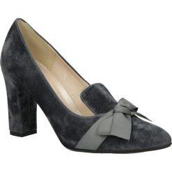 Czółenka z kokardą na słupku Casu 1763. Brązowe buty ślubne damskie marki bonprix, na obcasie. Za 79,99 zł.