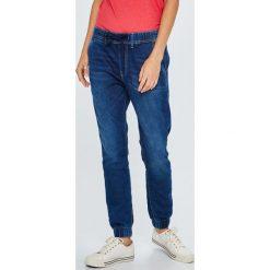 Pepe Jeans - Jeansy Cosie. Niebieskie jeansy damskie Pepe Jeans. W wyprzedaży za 329,90 zł.